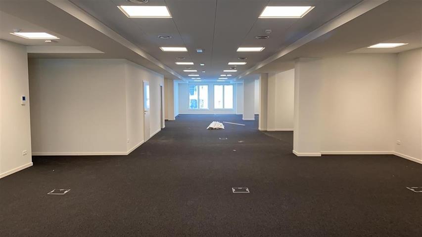 Kantoorgebouw - Saint-Josse-ten-Noode - #4201140-3