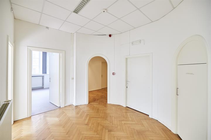 Kantoorgebouw - Anderlecht - #4382192-4