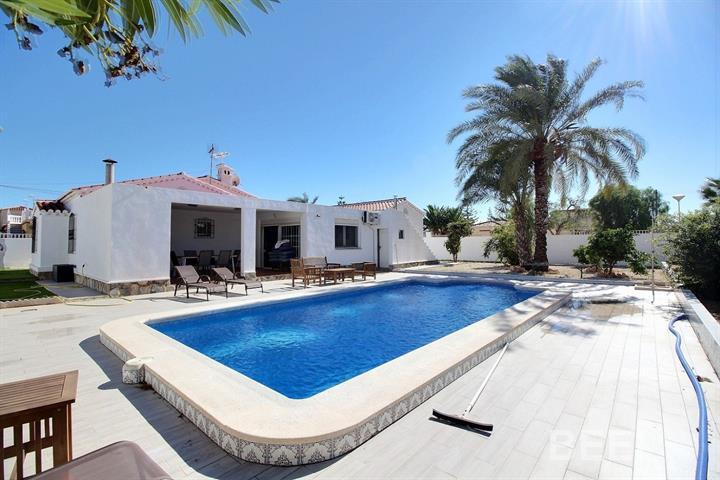 Magnifique Villa de vacance mise en location, 3 chambres � coucher, Salle de bain ( bain douche), cu