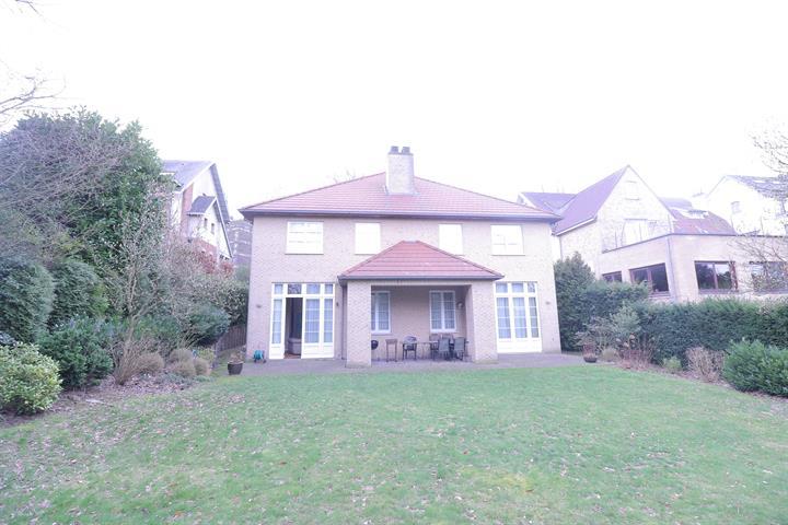 Villa + jardin et garage