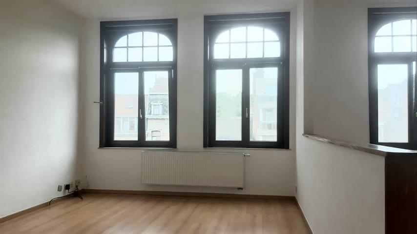 Bel appartement lumineux très bon état   Quartier Basilique