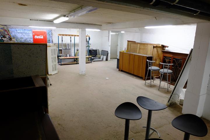 garage / parking