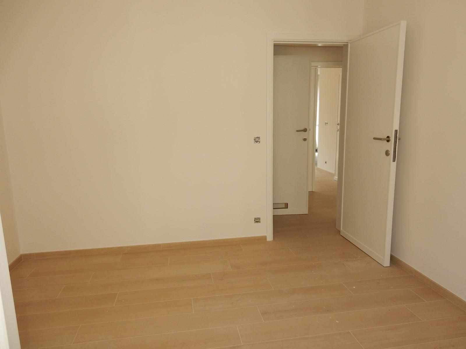 Flat - Schaerbeek - #4137628-9