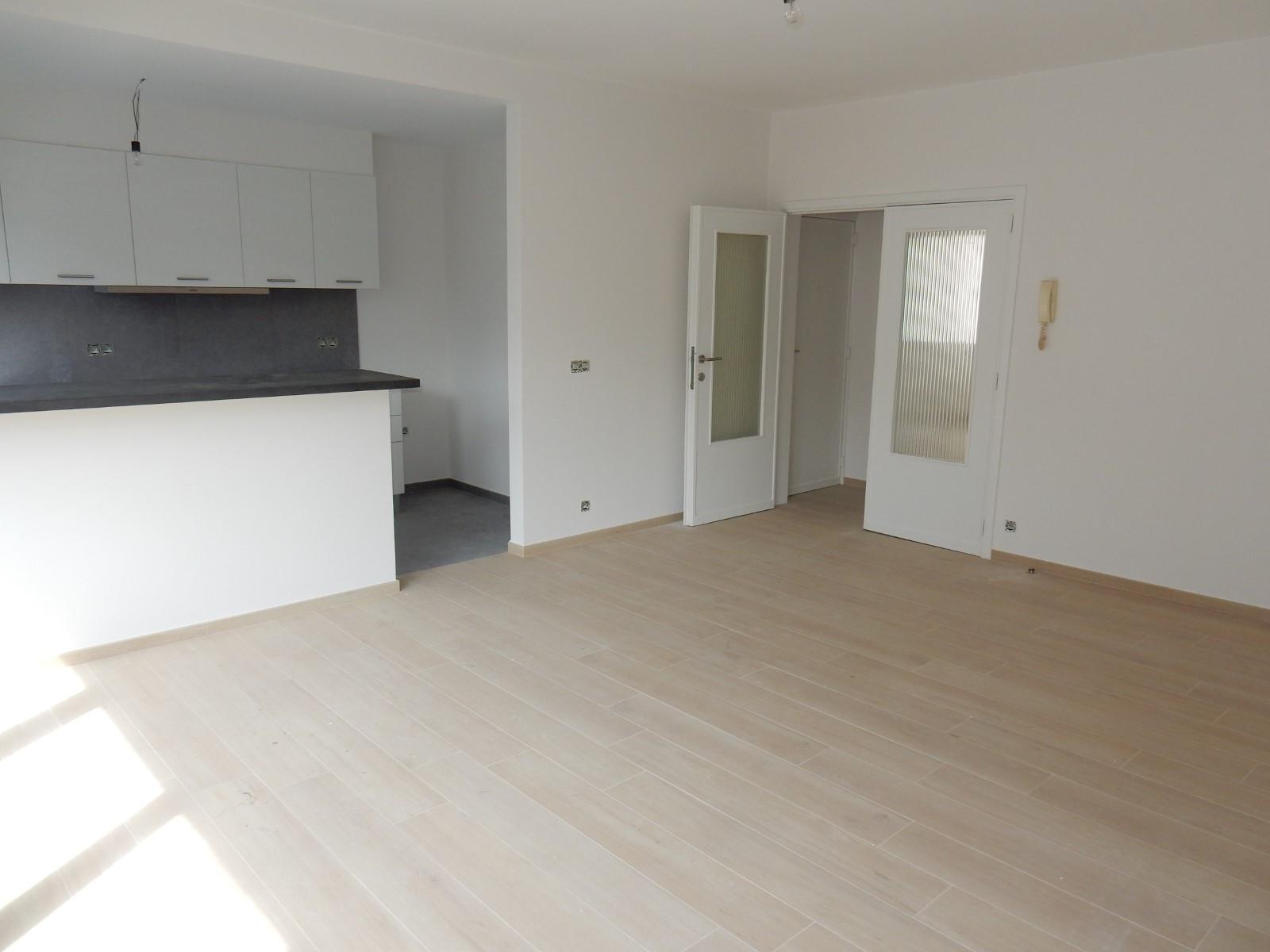 Flat - Schaerbeek - #4199444-1