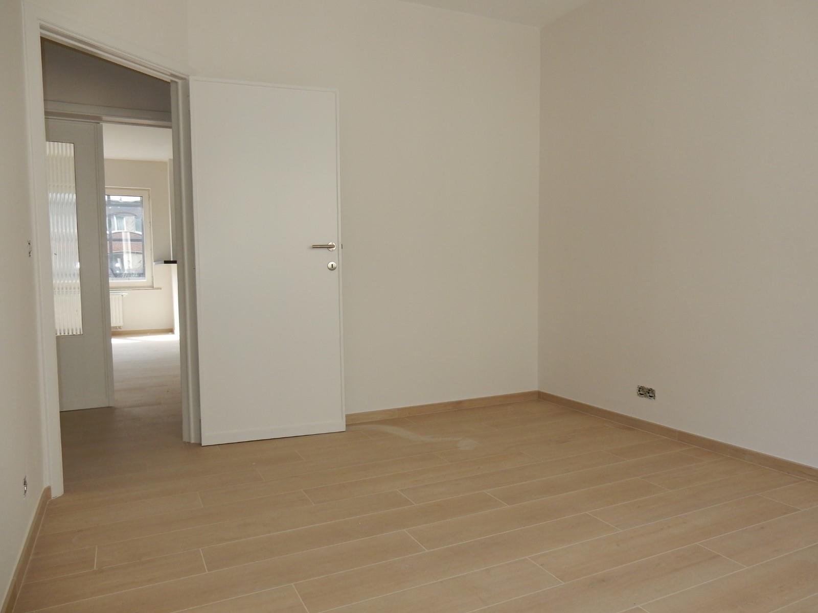 Flat - Schaerbeek - #4199444-9