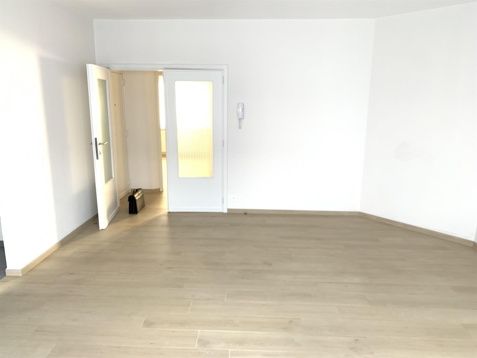Flat - Schaerbeek - #4199444-5