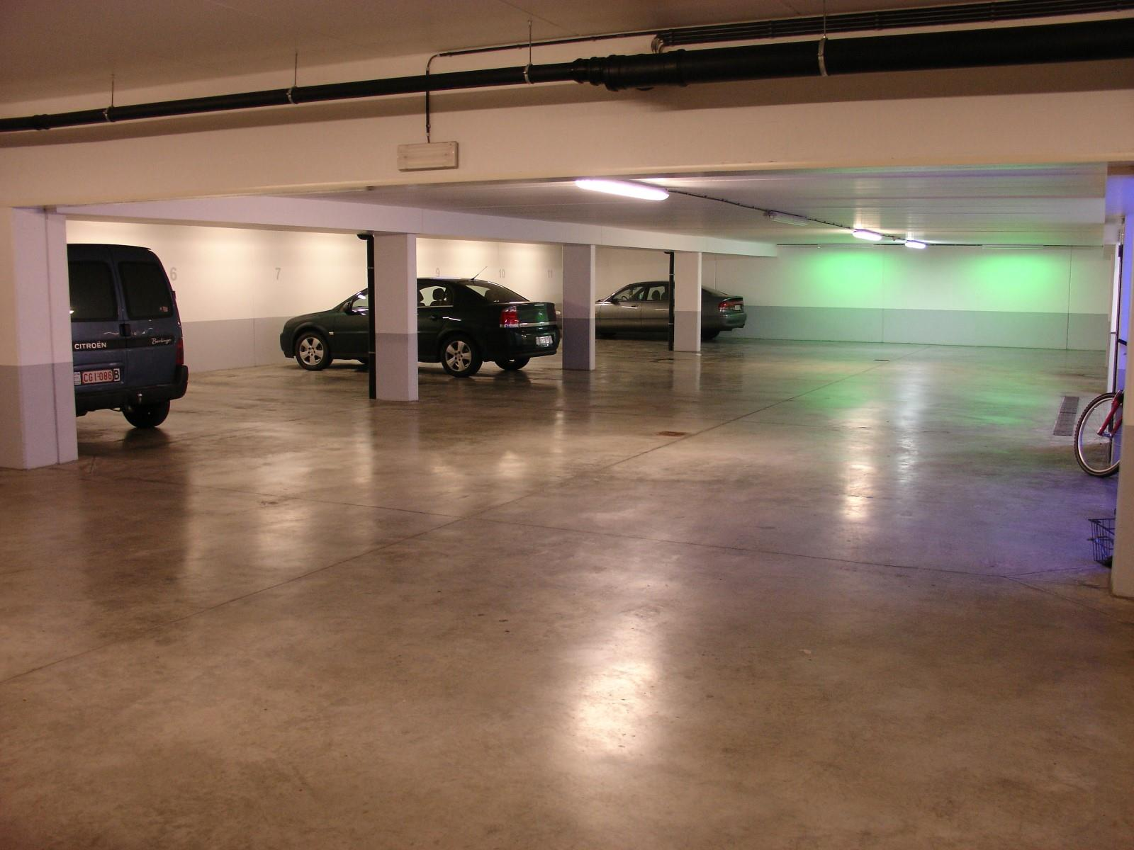 Inside parking - Woluwe-Saint-Pierre - #4199550-1