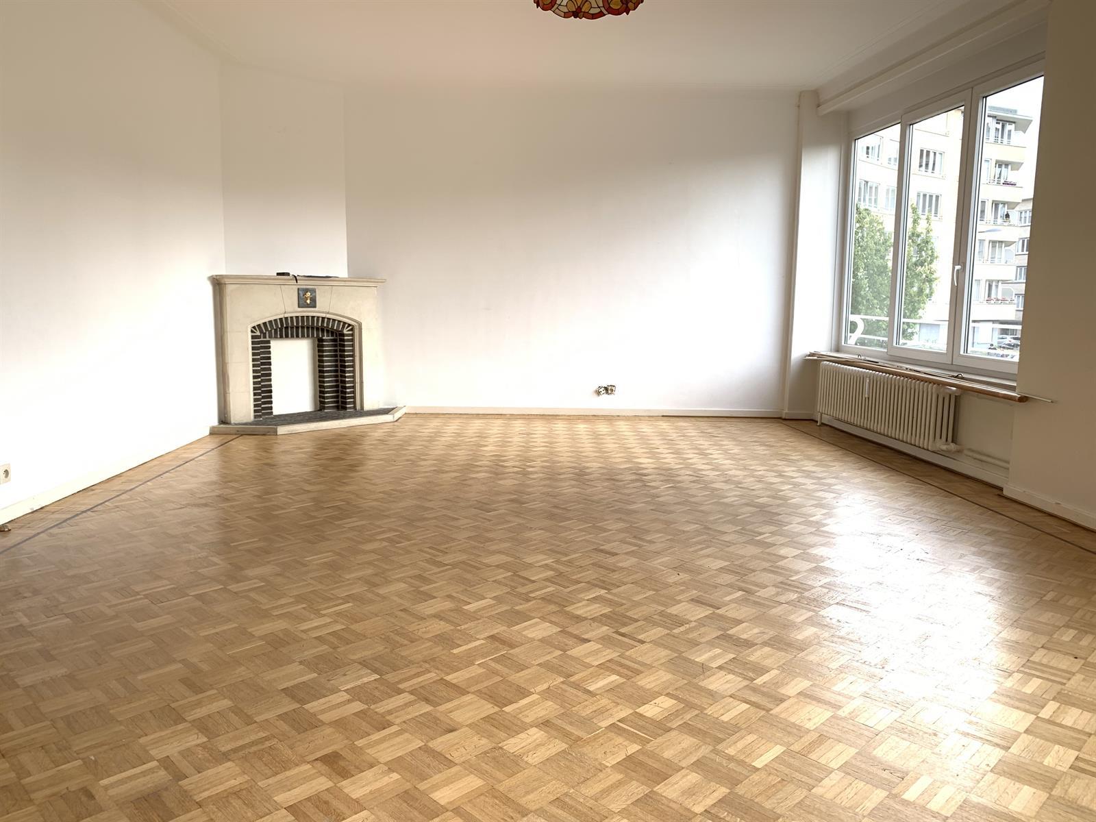 Appartement - Etterbeek - #4224211-0