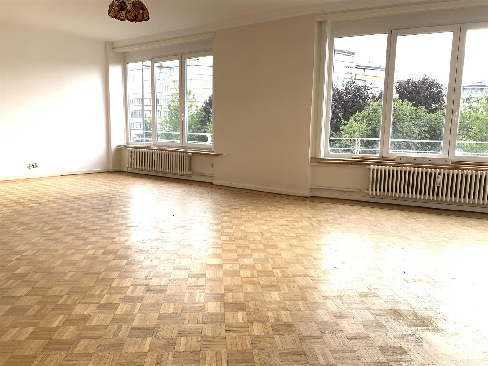 Appartement - Etterbeek - #4224211-1