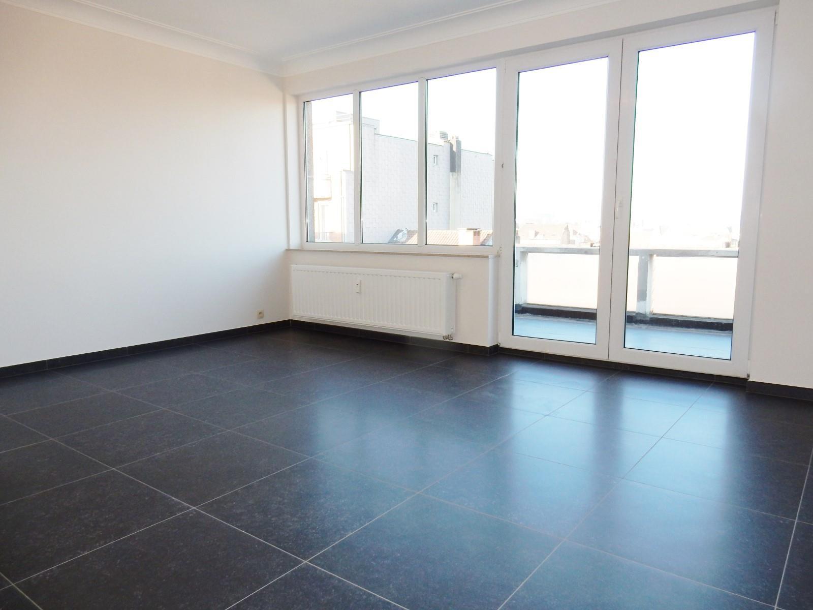 Flat - Schaerbeek - #4394057-1