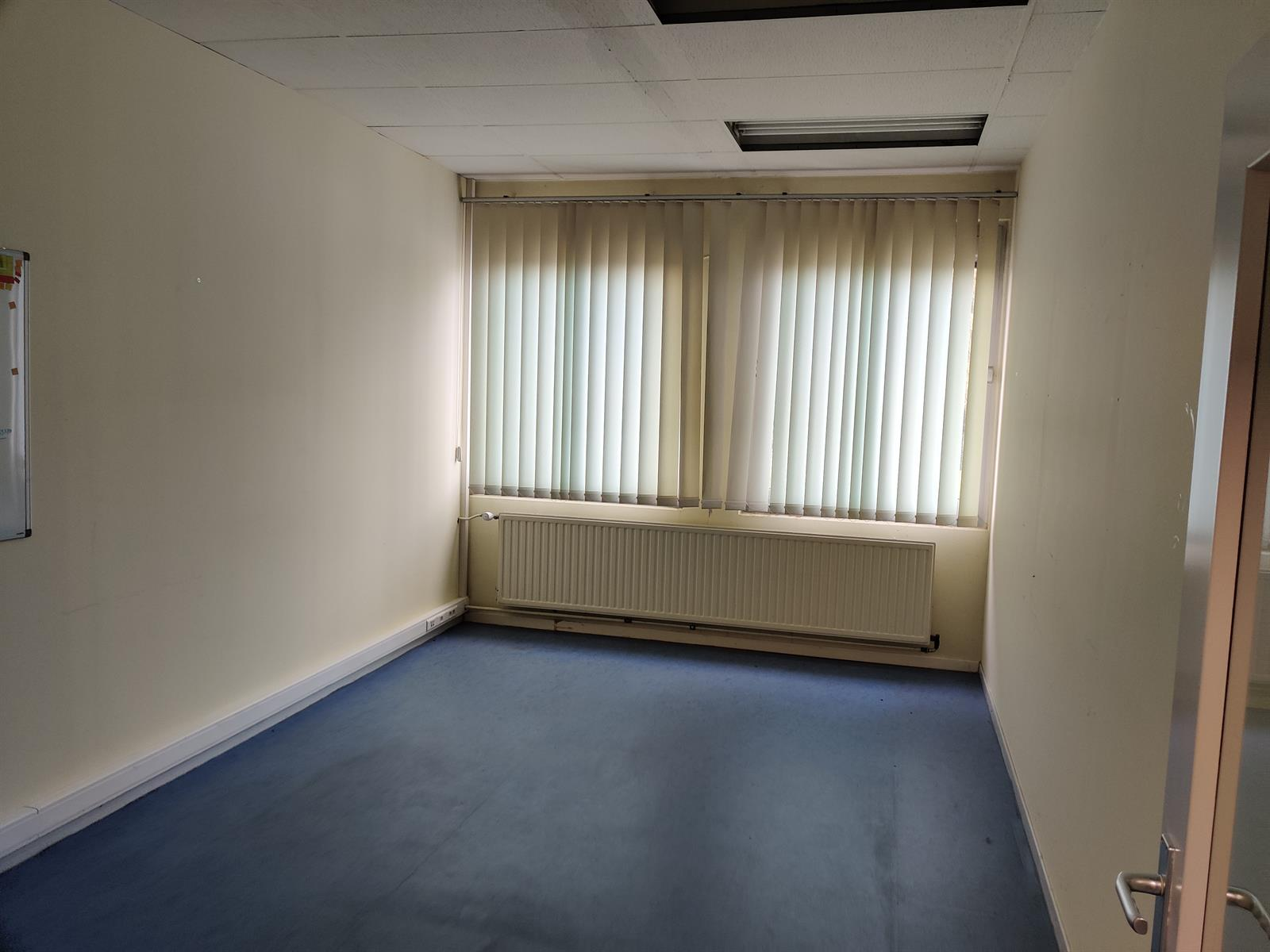 gebouw voor gemengd gebruik te huur I173 - Quatrieme Rue , 6040 Charleroi Jumet, België 19