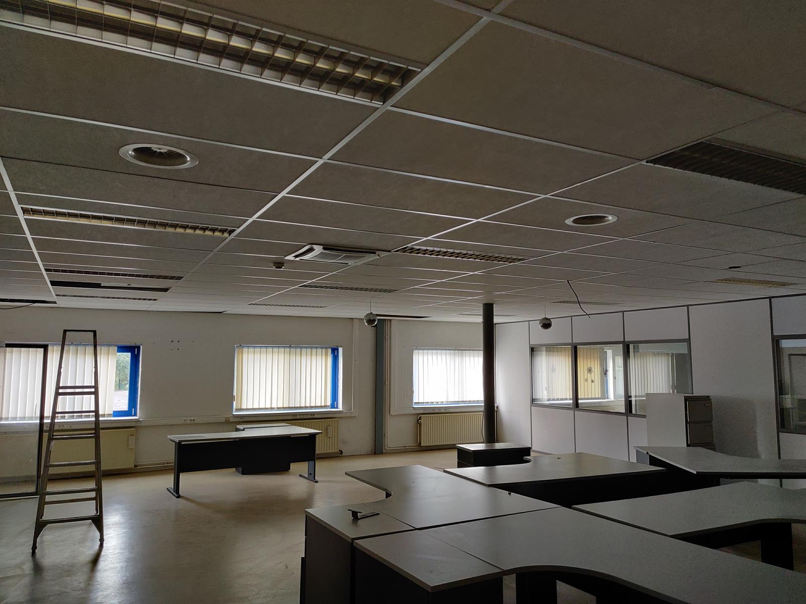 gebouw voor gemengd gebruik te huur I173 - Quatrieme Rue , 6040 Charleroi Jumet, België 23