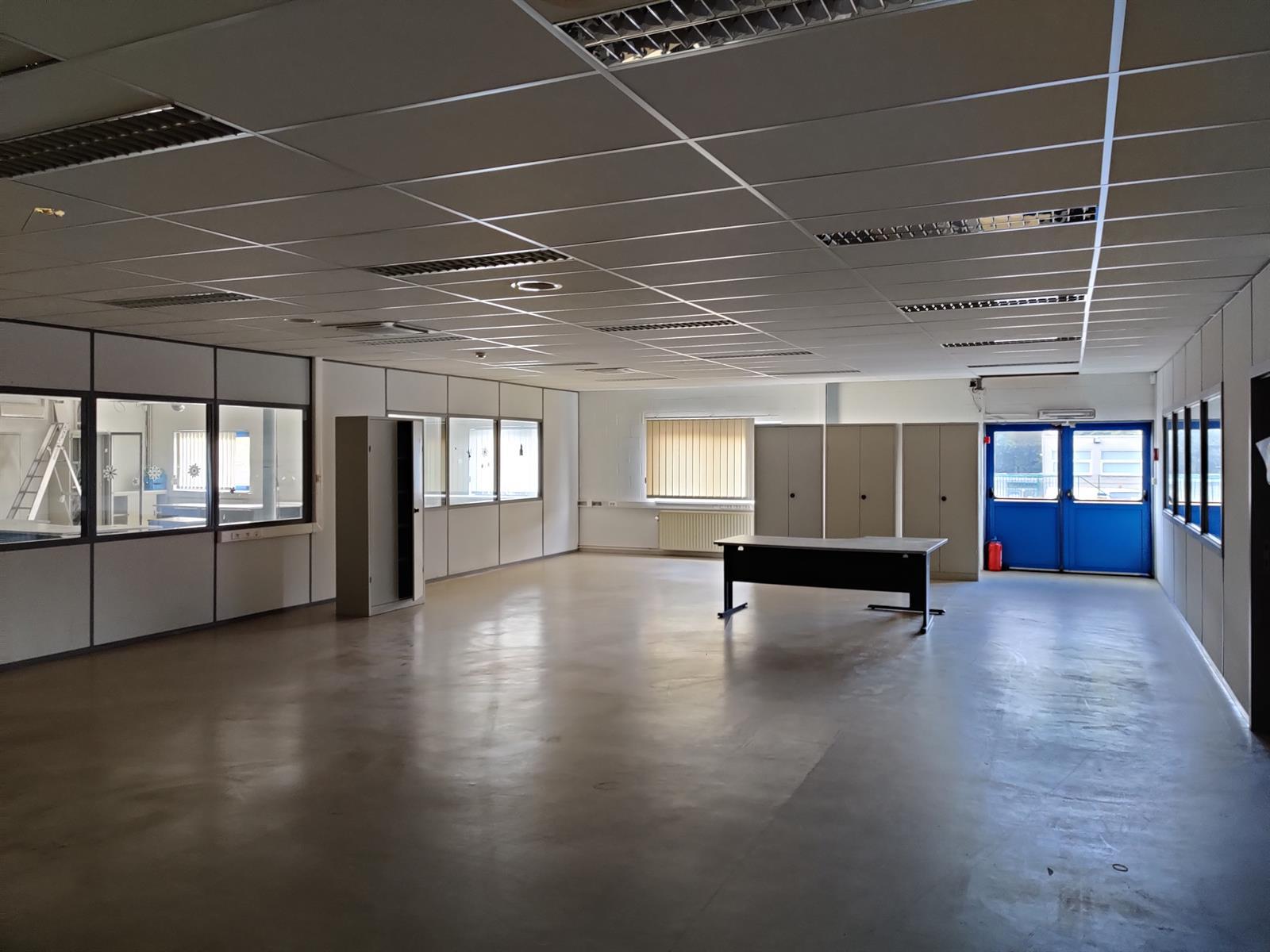 gebouw voor gemengd gebruik te huur I173 - Quatrieme Rue , 6040 Charleroi Jumet, België 30