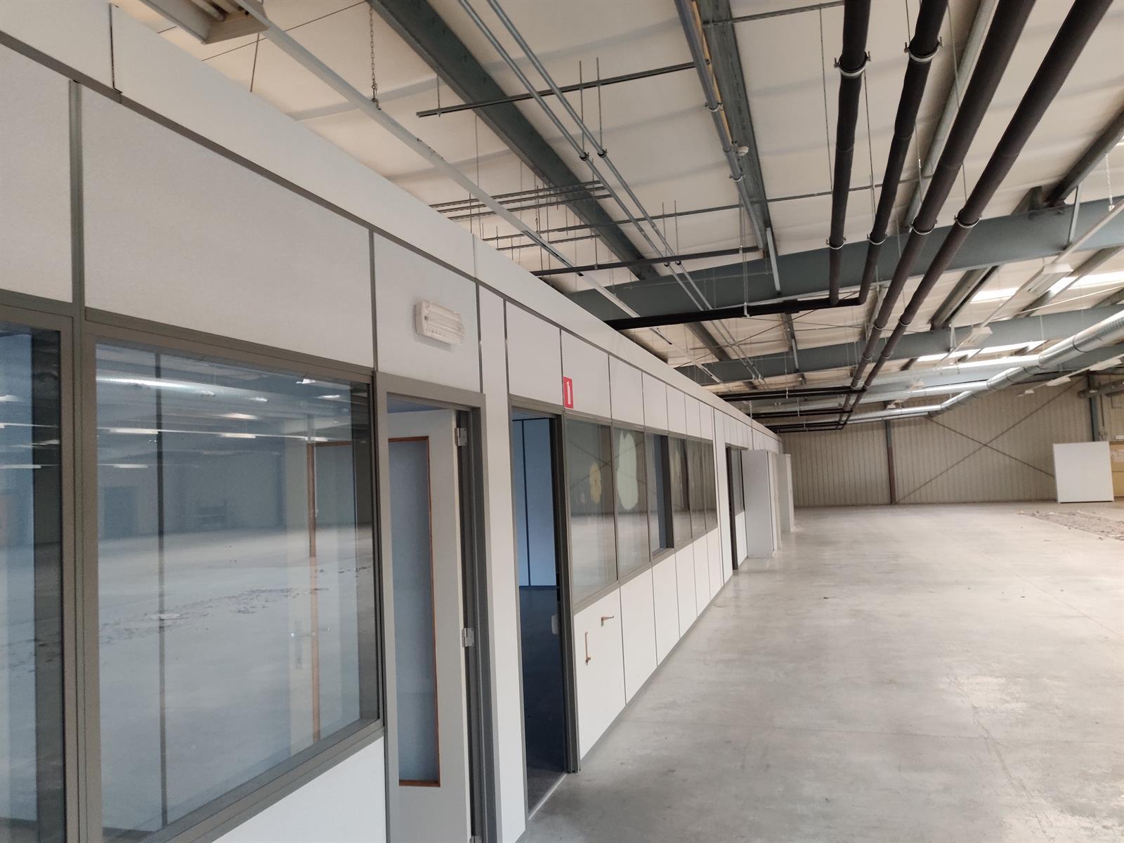 gebouw voor gemengd gebruik te huur I173 - Quatrieme Rue , 6040 Charleroi Jumet, België 28