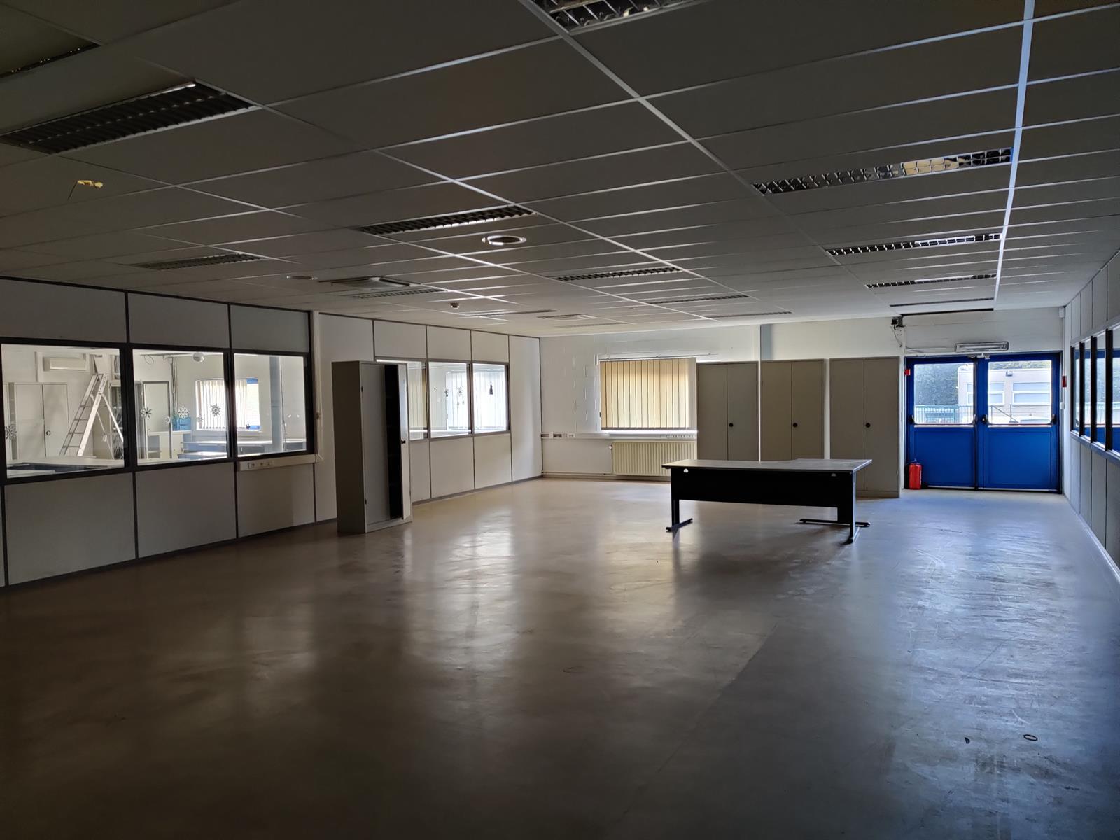 gebouw voor gemengd gebruik te huur I173 - Quatrieme Rue , 6040 Charleroi Jumet, België 29