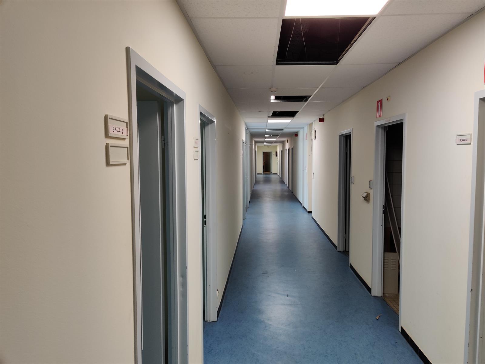 gebouw voor gemengd gebruik te huur I173 - Quatrieme Rue , 6040 Charleroi Jumet, België 21