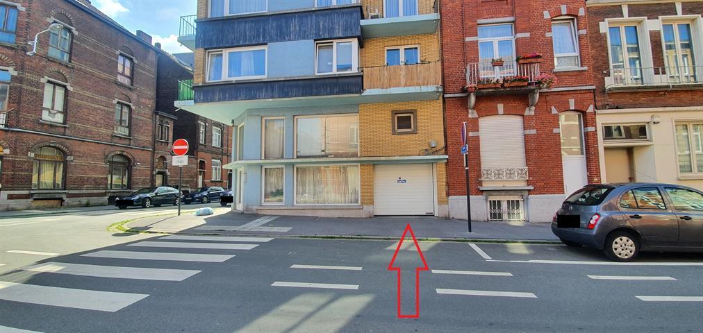 PARKING EN SOUS SOL POUR 1 VOITURE - En dessous d'un immeuble appartement. Sécurisée par une porte s