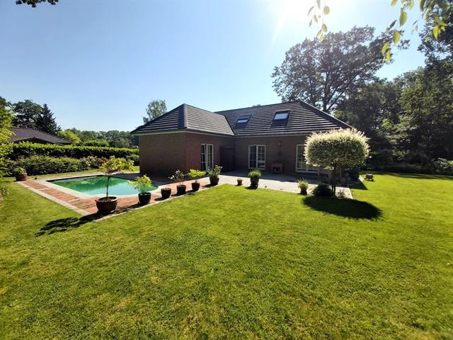 GESIMMO PARTNER vous propose une superbe villa située dans un quartier Résidentiel prisé de la régio