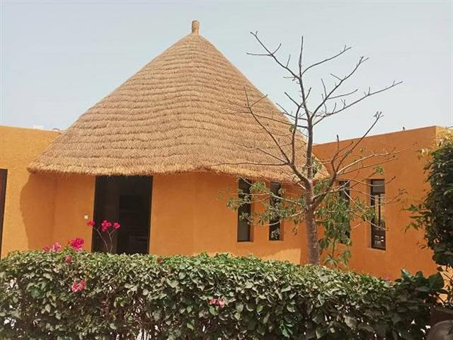 villa moderne a lou�e a  l ann�e saly proche �cole et commerce