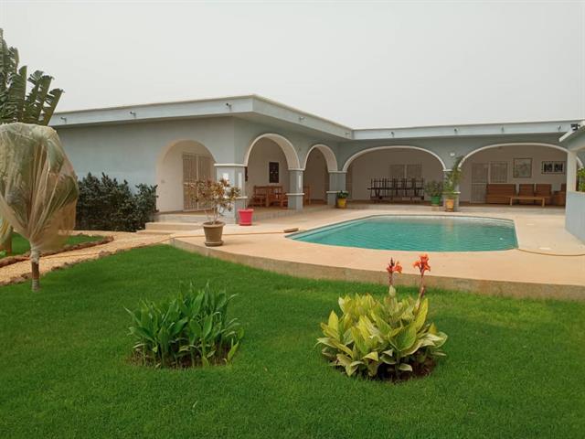 Loc Annuelle   Belle Villa avec jardin arbor�