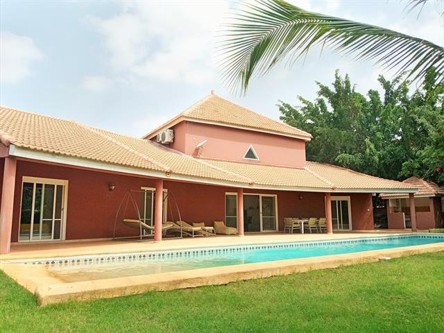Belle villa avec grande piscine en r�sidence proche plage et commerces