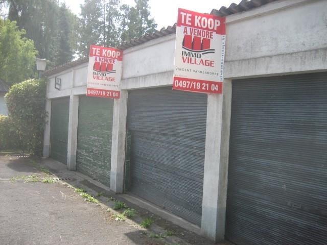 Gesloten garagebox - Celles Escanaffles - #3845937-3
