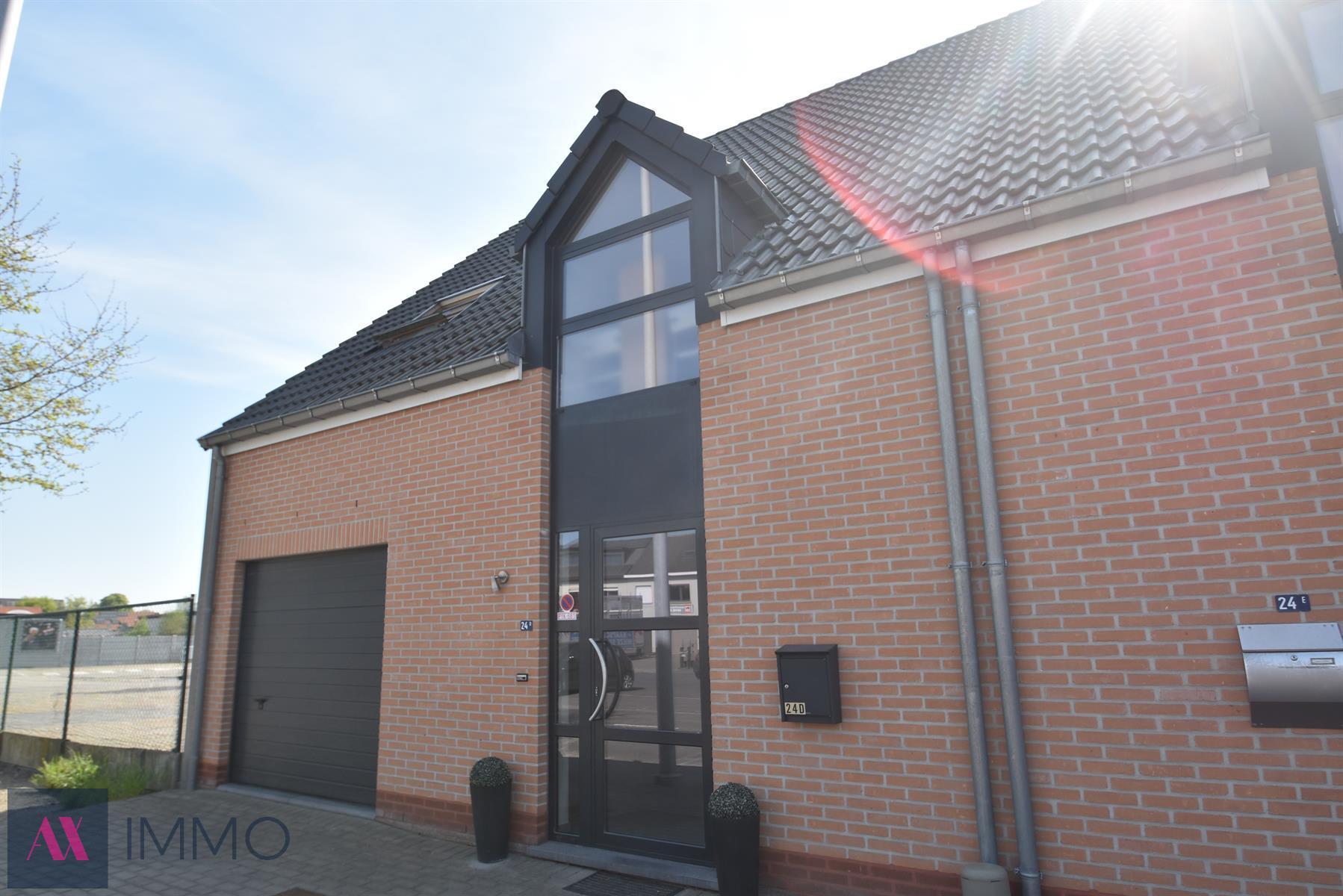 IN OPTIE Recente (Bj.2011), instapklare woning met 3 slpk., inpandige garage, veranda, terras en tuin op 03 are 57 ca