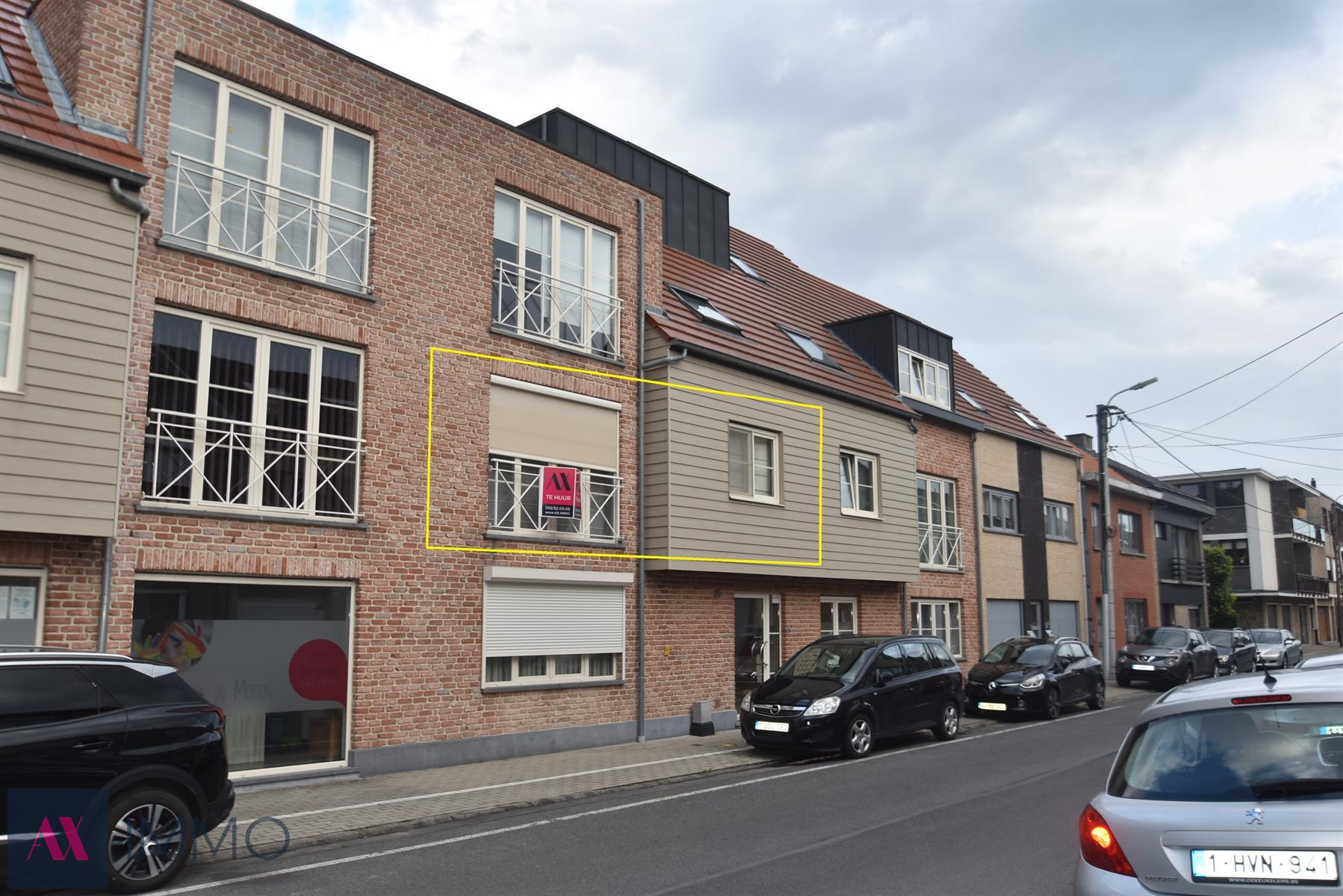 Luxueus, instapklaar 2-slpk.-appt. met terras pal in Lebbeke centrum. Op wandelafstand van winkels, banken, administratieve diensten...