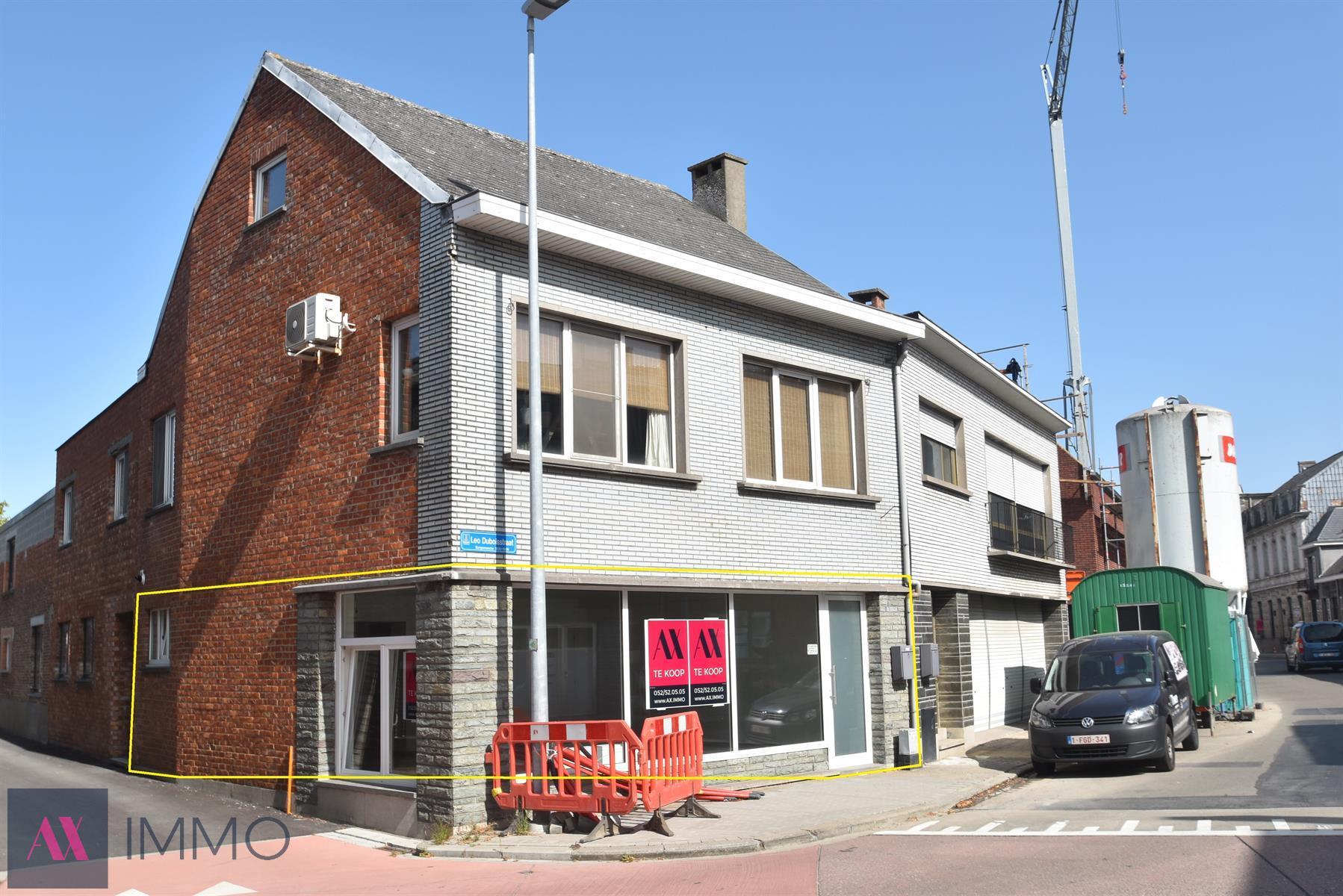 Op een commerciële ligging gelegen vernieuwd handelsgelijkvloers van 60 m² met grote etalage, gelegen nabij het centrum van Lebbeke