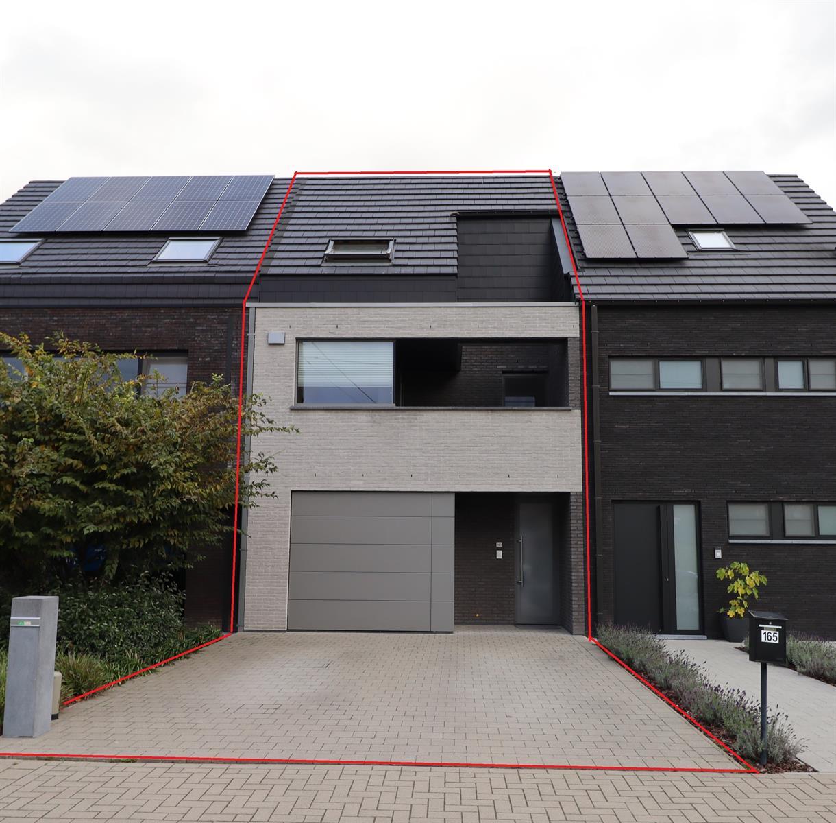 Prachtige instapklare woning met garage en tuin.