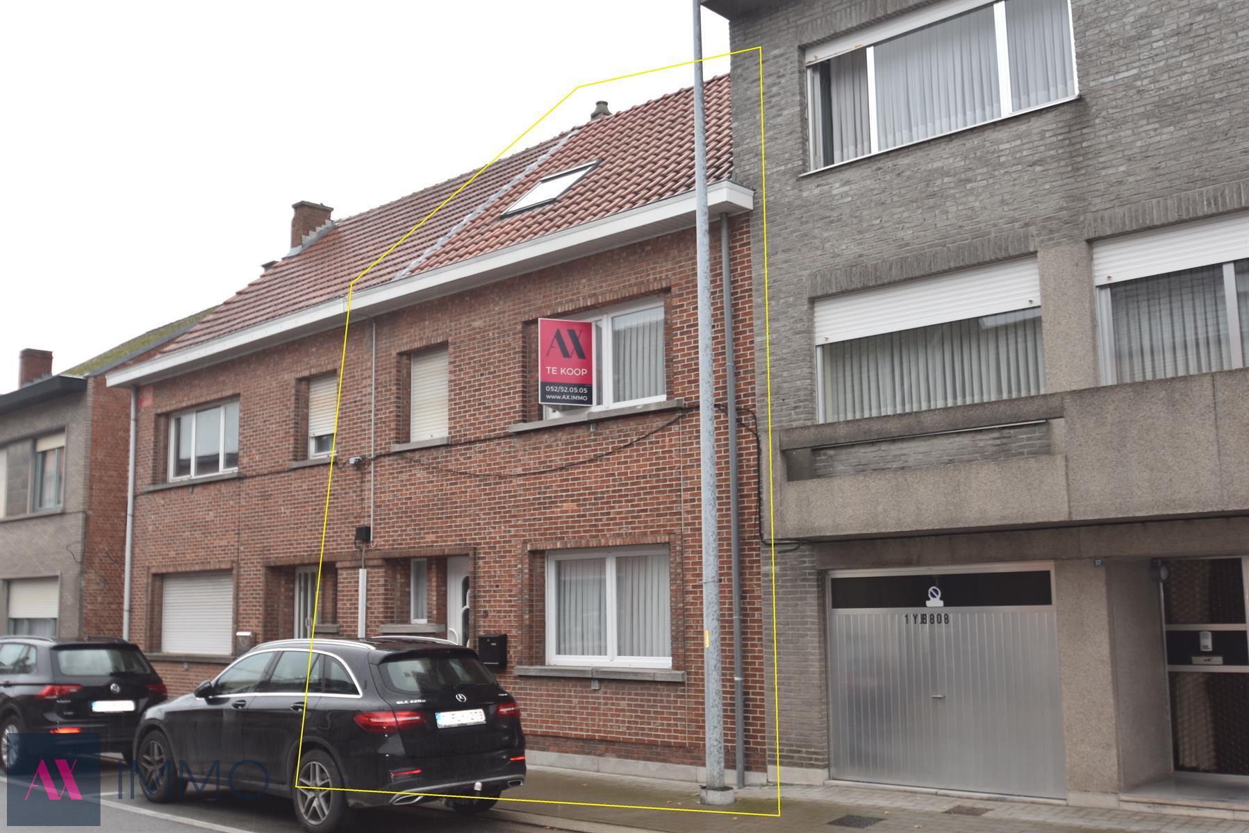 Grotendeels gerenoveerde woning met 3 slpk. en tuin op 02 are 36 ca vlakbij treinhalte Heizijde. Mogelijkheid tot het bij aankopen van een garagebox.