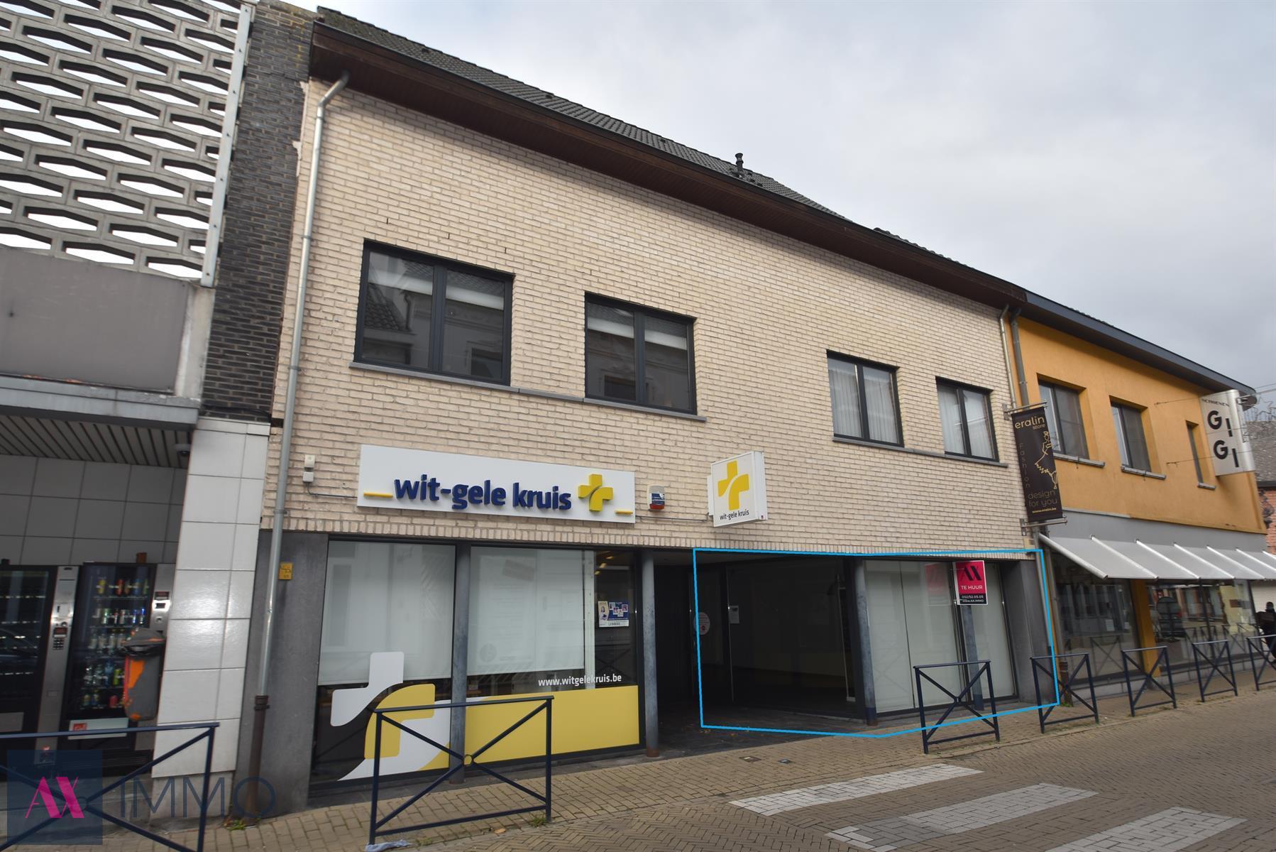 Pal in het centrum op een toplocatie gelegen handelsgelijkvloers (80 m²) ideaal als winkelruimte of ruimte voor een vrij beroep.