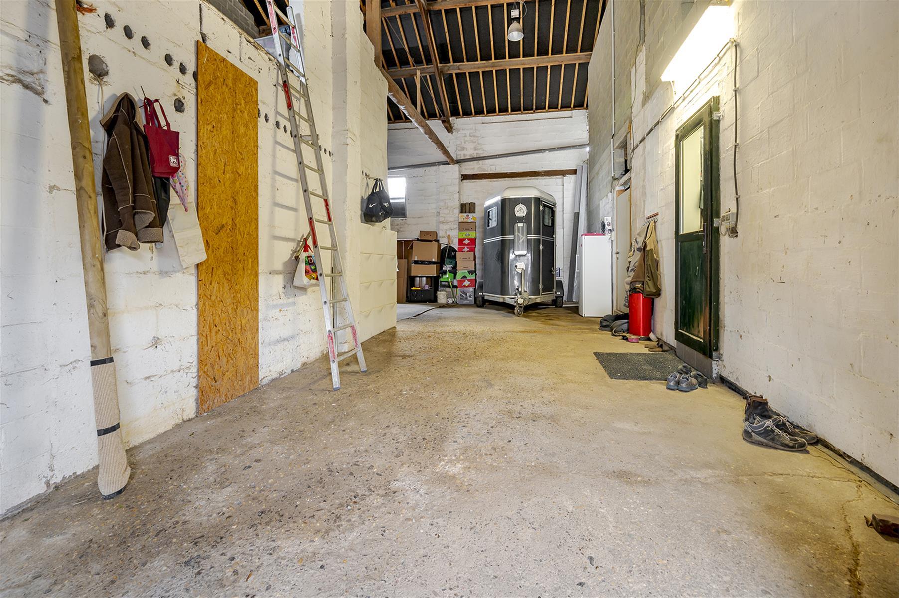 Immeuble mixte - Villers-le-Bouillet - #4221229-23
