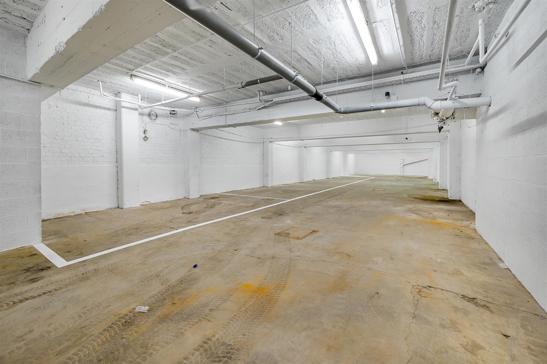 Parking intérieur - Waremme - #4280201-4