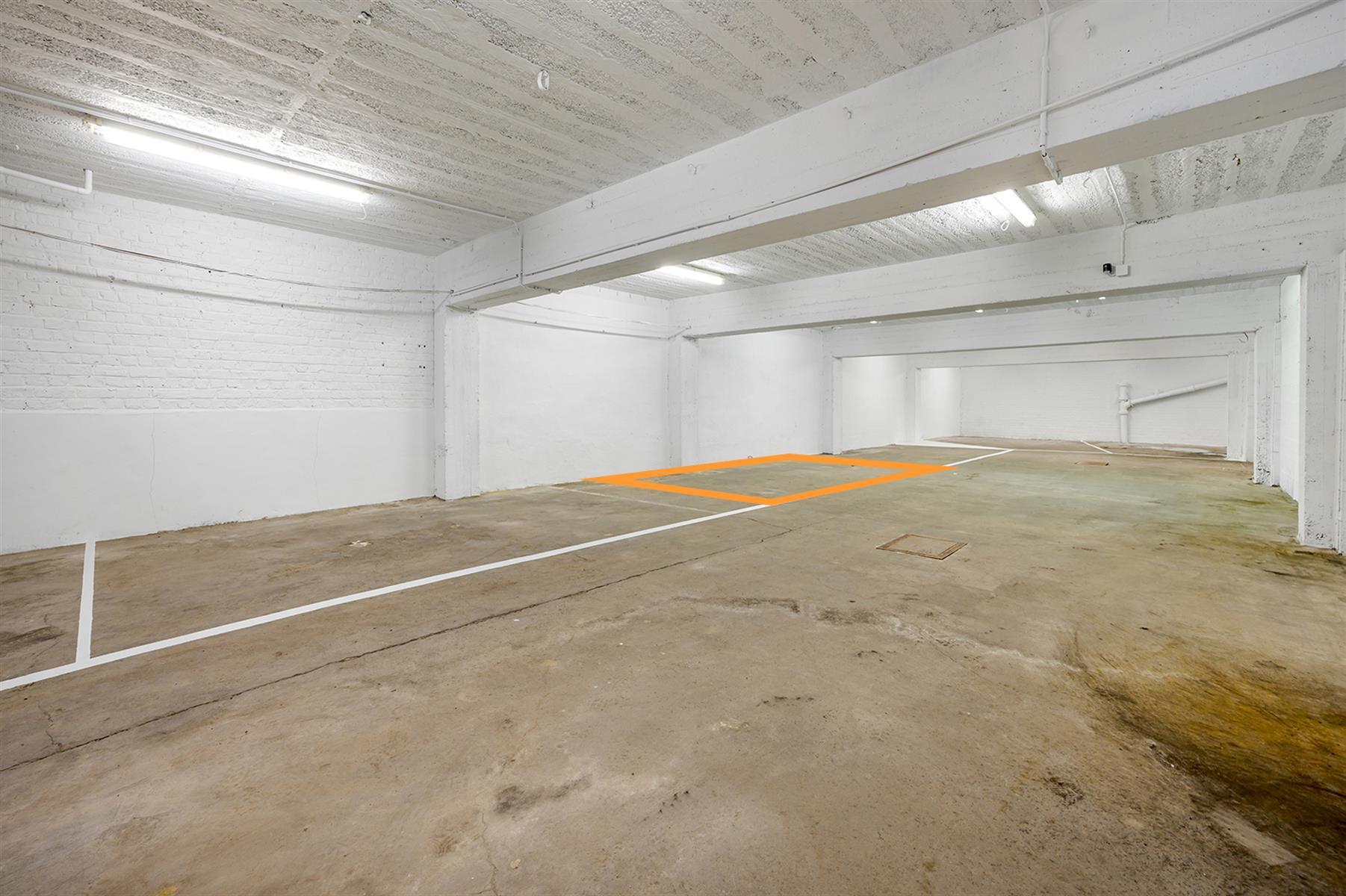 Parking intérieur - Waremme - #4280201-2