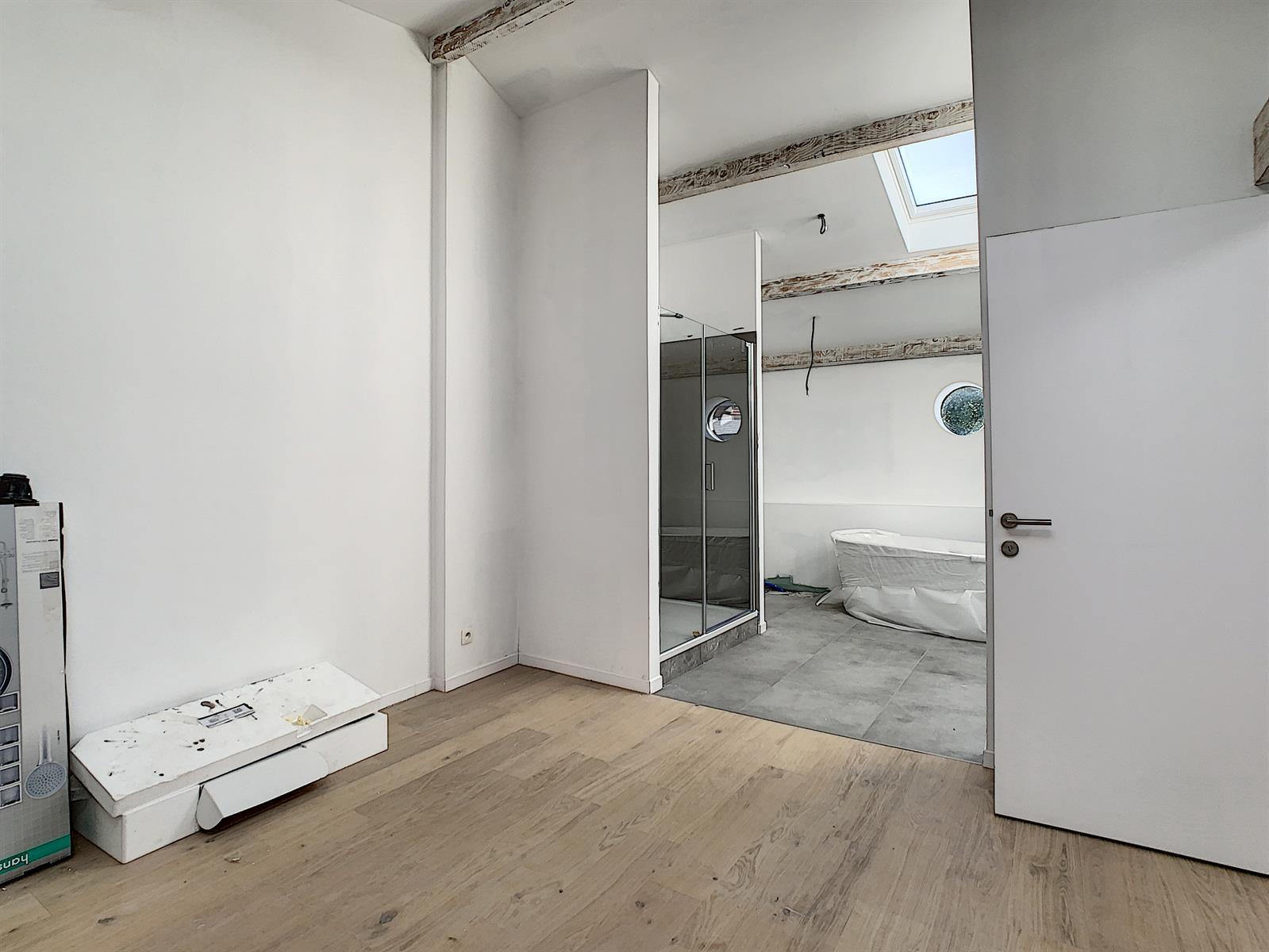 Penthouse de 120 m2 avec 2 ch, 2 sdb et une cave !