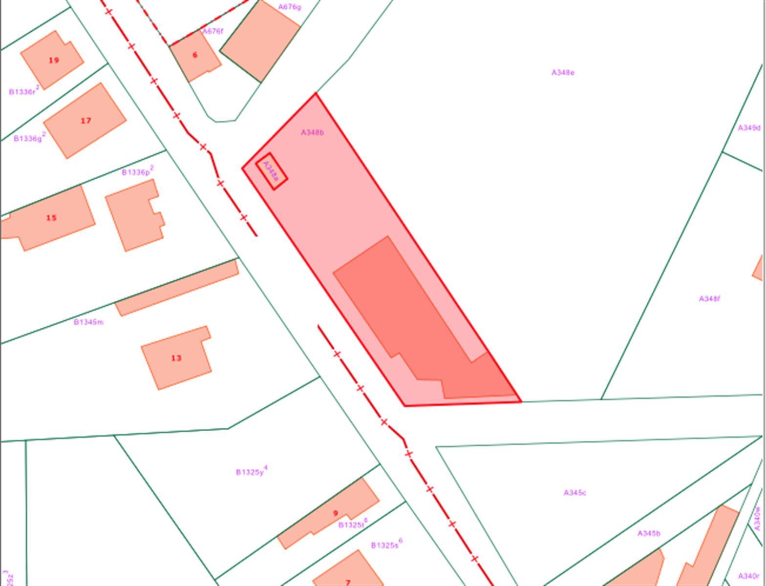 Terrain à bâtir avec bâtiment commercial à abattre