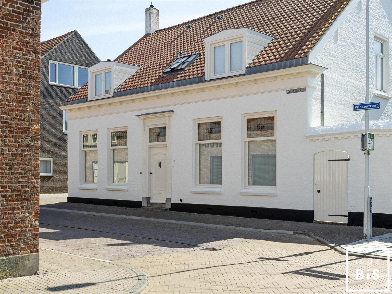 Recentelijk gerenoveerde woning gelegen in Cadzand 3