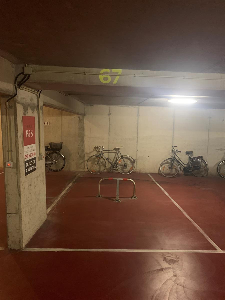 Ruime & gemakkelijk toegankelijke parkeerplaats in het Zoute 2