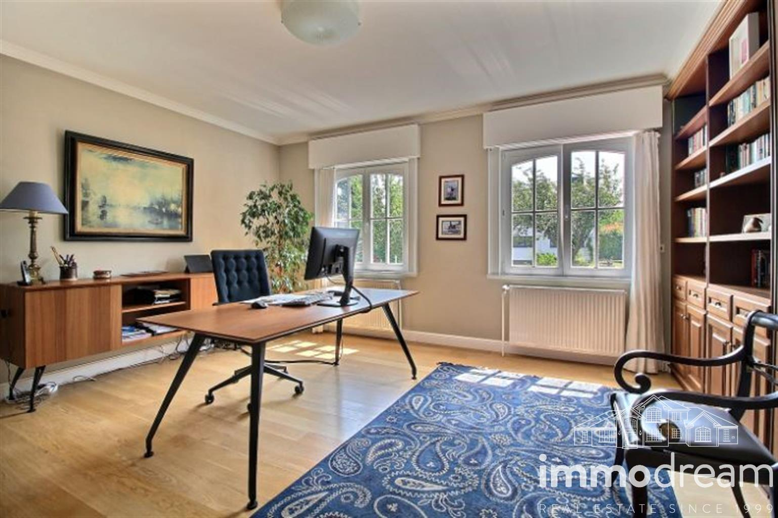 Villa - Waterloo - #3915873-5