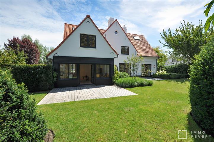 Riante, alleenstaande villa op een prachtig perceel met zuidwest gerichte tuin, gelegen in hartje Zoute!
