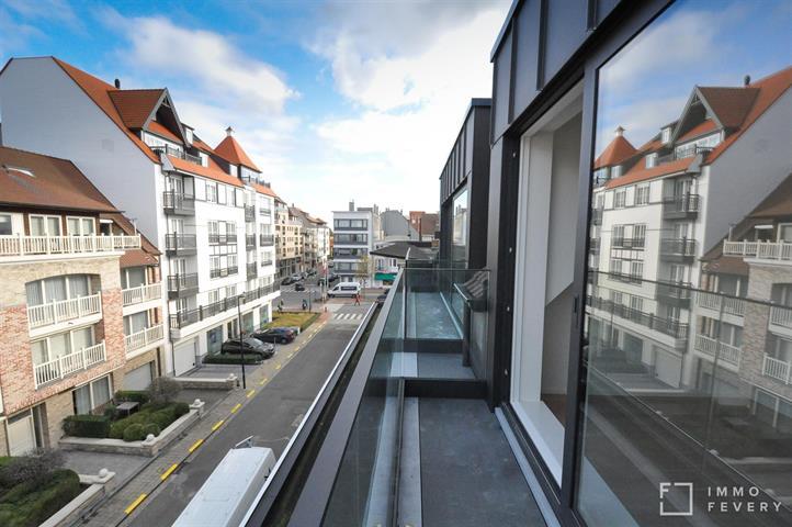 Nieuw duplexappartement gelegen in centrum Knokke, op een rustige ligging dichtbij de Lippenslaan.