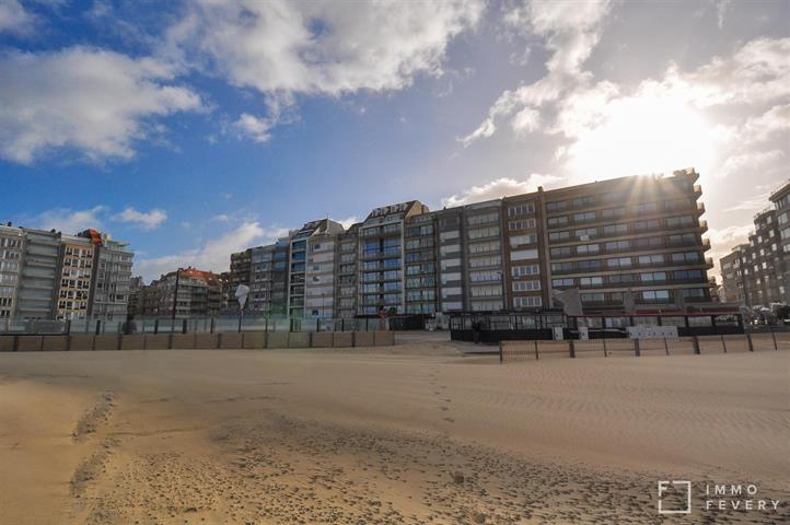 Uiterst gezellig en knus appartement met frontaal ZEEZICHT aan het bruisende Rubensplein!