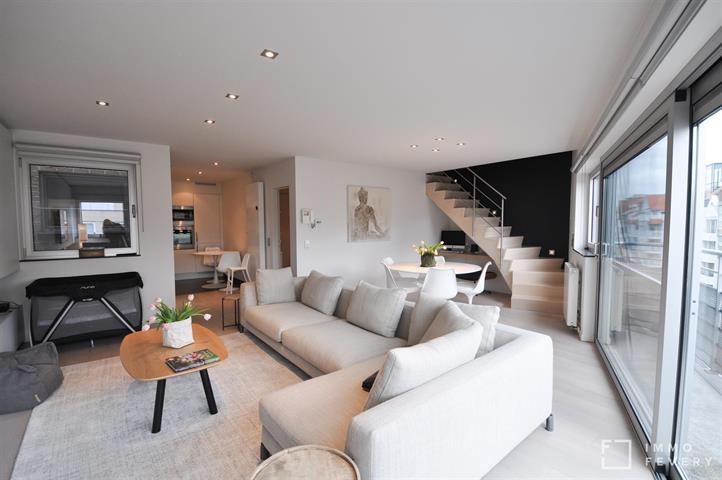 Zeer recent duplexappartement, centraal gelegen in de Dumortierlaan.