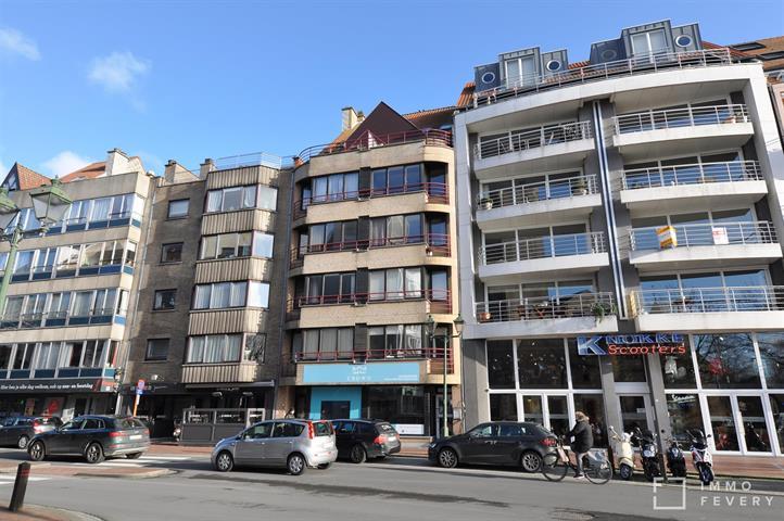 Appartement bien entretenu avec vue dégagée, bien situé sur l'avenue Lippens!