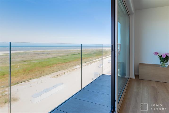 Subliem doorloop appartement gelegen op de zeedijk te Heist, met zicht op ZEE en GROEN!
