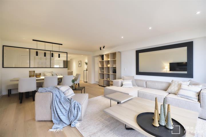 Zeer mooi gerenoveerd appartement met zijdelings ZEEZICHT!