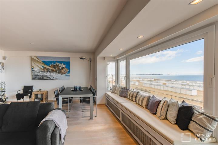 Magnifiek appartement op de zeedijk aan het Albertstrand te Knokke!