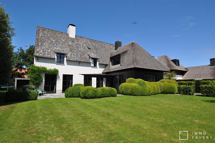 Luxueuze nieuwbouwvilla op een zongericht perceel van 1116m2, residentieel gelegen te Knokke-Heist.