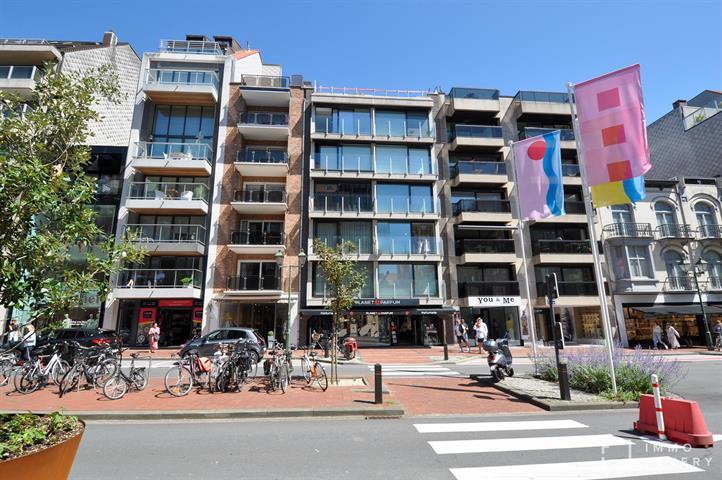 TOPgerenoveerd appartement aan de zonnekant van de Lippenslaan te KNOKKE.